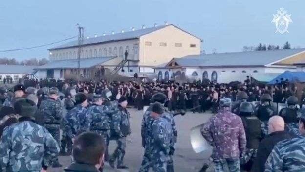 Пожар охватил большую часть тюрьмы в Сибирском регионе России