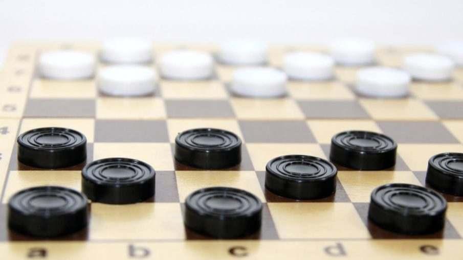 Правила в русских шашках